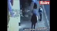 Ненормален Блъска Полицай