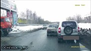 Ето как руски шофьор покани колегата си най-после да потегли