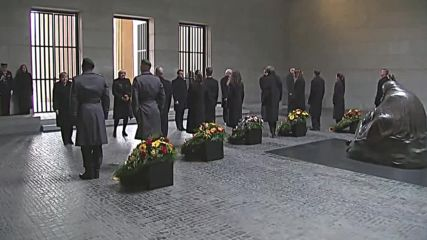 Germany: Merkel, Macron, Steinmeier lay wreaths at Berlin memorial