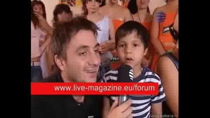 Деца пеят умопомрачителна песен