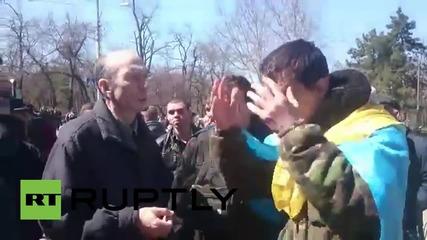 Ukraine: Protesters greet Poroshenko with