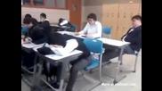 Така се буди спящ ученик - смях