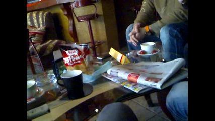 помориец сбъдна детската си мечта по време на криза - купи си тоблерон