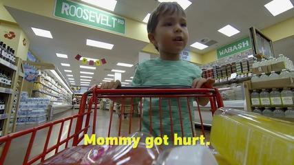 2 годишно дете пазарува