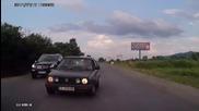 Селските тарикати по пътищата в България! Нещо което виждаме всеки божи ден! Пича хубаво ги подреди!