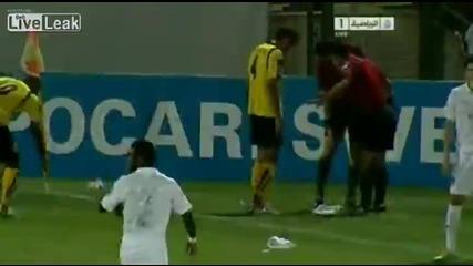 Футболист едва не загуби ръката си!