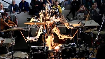 H D Робот свири на барабани