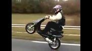 с 95 км/ч на задна гума с скутер