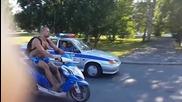 Моторист бяга от полицията в Русия