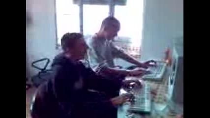 Данчо И Джонко Играят На Фифа