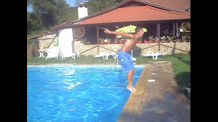 Задно салто в басейн