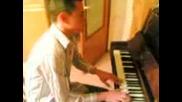 Идиот Свири На Пиано