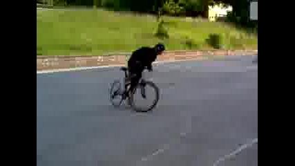 Луд с колело