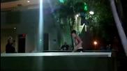 Джъстин Бийбър кара скейтборд полугол пред очите на фенките си ;дд - Маями - 3февруари 2012