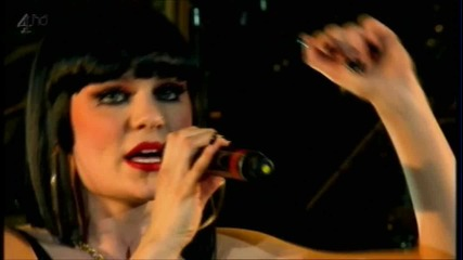Превод! Jessie J - Stand Up / Бори се - Live in London