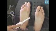 Извънземни гъделичкат жена