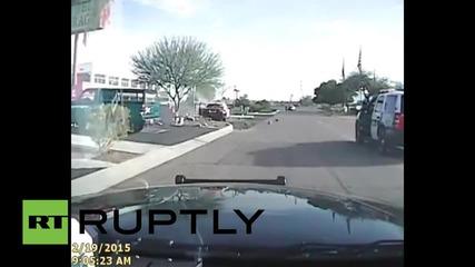 Полицейска кола блъска заподозрян в грабеж