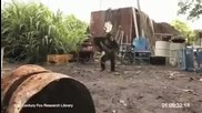 Маймунджилъци с калашник