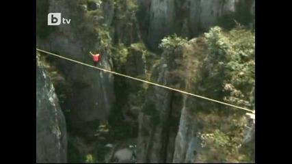 Американец прекоси каньон по въже