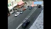 Луд Си Паркира Колата