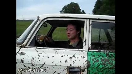 Москвич с гуми на трактор - Руско изобретение!