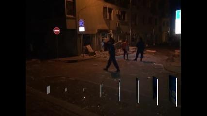 Продължават огледите на щетите след взрива на съоръжение с високо напрежение в жилищен блок в Бургас