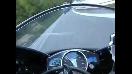 Yamaha R1 по пътищата в Австрия