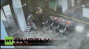 USA: Затворник нокаутира двама от надзирателите