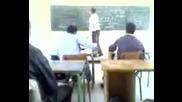 Учител нокаутирва ученик