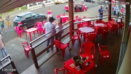 Жена хваща мъжа си с любовница в кафене