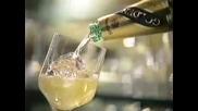 Брус Уилис и Шарън Стоун в реклама за бяло вино