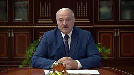 Belarus: Lukashenko orders border to be closed amid migrants row with Lithuania