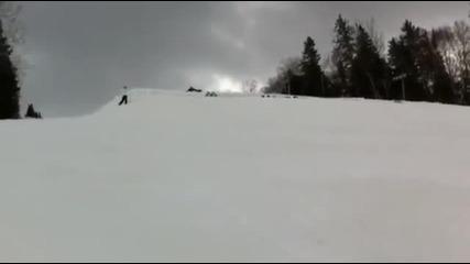 Готин скок изпълнен от група скиори