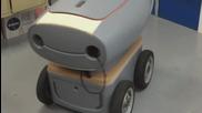 Симпатично роботче доставя пици по домовете