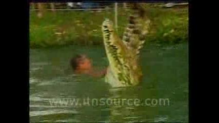 Невероятно - Човек Приятел С Крокодилите