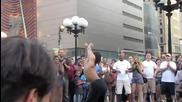 Улични шоу-танцьори ...