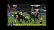 Кон стъпка стюард по време на мач в Англия