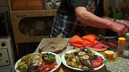 """Утре - Скумрия на фурна с печен лук и сотирани картофи - рецепта от ютюб канала на """"Така готви ПАПА"""""""