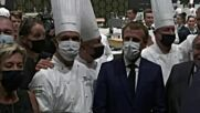 Протестиращ замери френския президент с яйце