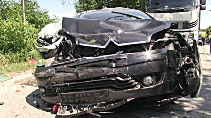 МЕЛЕ НА КОЛЕЛА: Два тира и три коли се удариха на пътя Русе-Бяла