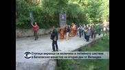 Стотици вярващи се включиха в литийното шествие в Бачковския манастир на втория ден от Великден