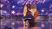 Изумително ! Момиче с 3 лица !!america's Got Talent 2011