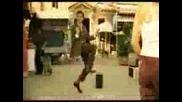 Мистър Бийн Танцува На Пазара