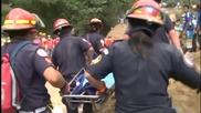 Спасители от Гватемала: Цели семейства са погребани от свачището