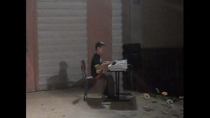 Ивчо - свири на синтезатор