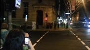 Австралийски полицаи забавляват хората по улицата!