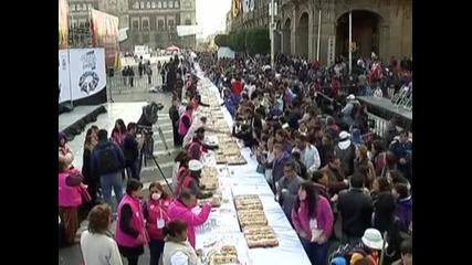 Празникът на Тримата крале бе отбелязан с изяждането на огромен кейк в Мексико Сити