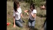 Silvia Navarro y Dulce Maria plantan y nombran a su