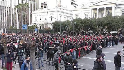 Greece: Teachers and police come to blows as Athens demo escalates