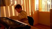 Васко свири на кийборд :p